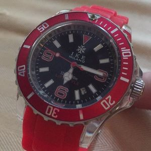 IKE 100M lifestyle 973Milano red band B&W Face